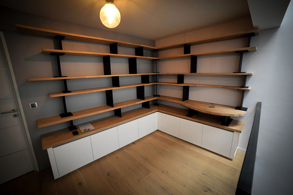 am nagement de mezzanine avec biblioth que sur mesure. Black Bedroom Furniture Sets. Home Design Ideas