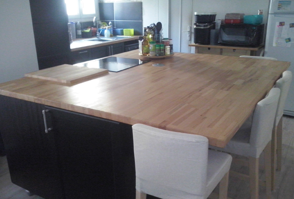 R novation de cuisine sur mesure avec il t central en bois for Plan cuisine ilot central table