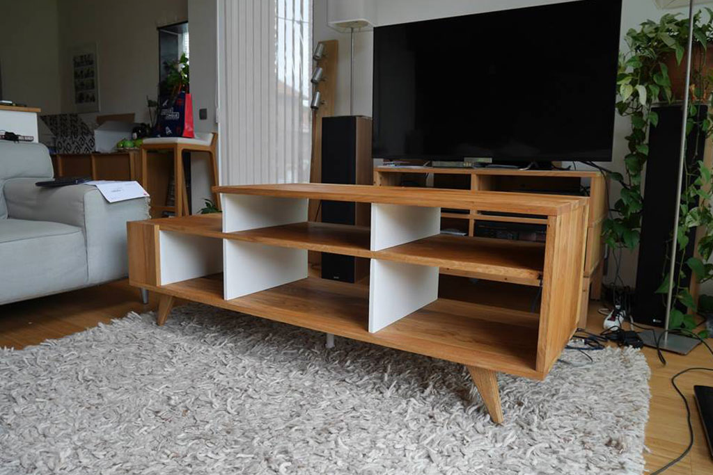 fabrication d 39 un meuble tv en bois avec panneaux en ch ne peuplier. Black Bedroom Furniture Sets. Home Design Ideas