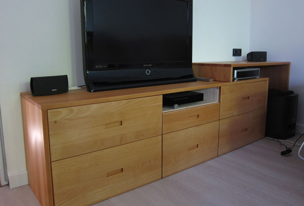 fabriquer un meuble tv sur mesure en bois avec. Black Bedroom Furniture Sets. Home Design Ideas